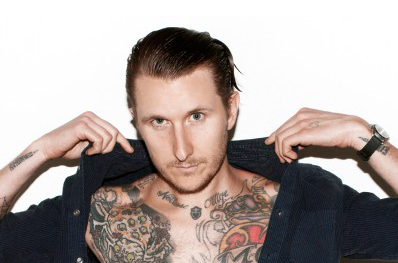 На аукционе искусств в Нью-Йорке чествовали татуировщика Скотта Кэмпбелла.