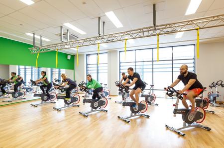 Российские любители фитнеса предпочитают не брать на тренировки ценные вещи