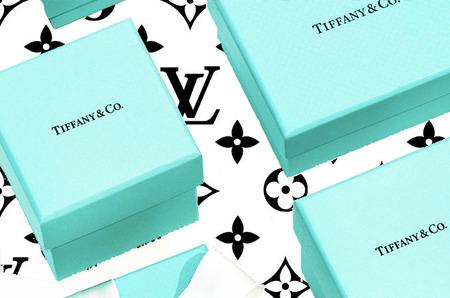 Сделка между LVMH и Tiffany & Co. стала дешевле более чем на 400 миллионов долларов