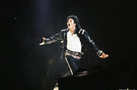 Куртку Майкла Джексона оценили в 300 000 долларов