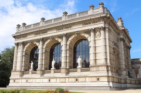 Парижский Музей моды при поддержке Chanel