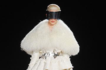 От практикантки до главного дизайнера: как Сара Бартон сумела возглавить Alexander McQueen