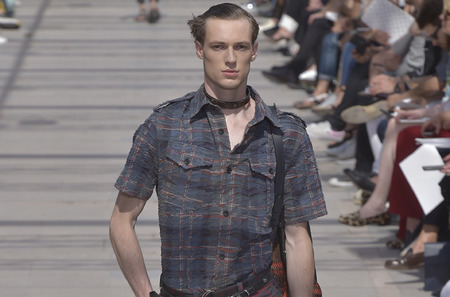 Неделя мужской моды в Париже: Louis Vuitton. Весна-лето, 2017