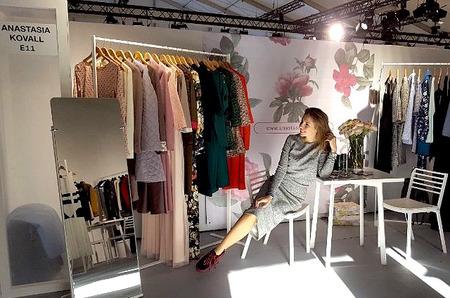 Anastasia Kovall на выставке Paris sur Mode