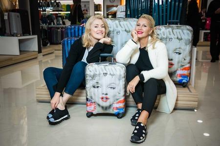 Российские звезды пакуют чемоданы