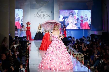 Русская Барби Татьяна Тузова стала дизайнером и представила свою первую коллекцию цветочных платьев
