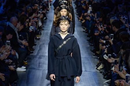 Холдинг LVMH собирается приобрести Christian Dior