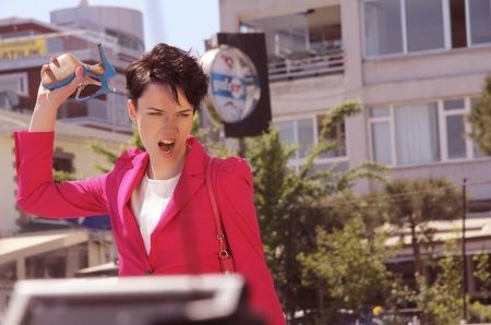 BETSY начала провокационную рекламную кампанию Sweet Revenge