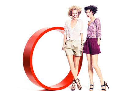 d9601a054033 ... моделей Шалом Харлоу, Евы Герциговы и актера Винсента Галло. Троица  рекламирует одежду H M в сезоне весна-лето 2009, и делает это задорно и с  юмором.