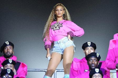 Старт продаж коллекции Beyonce x Bаlmain