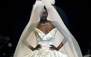 Свадебный наряд поставил своеобразный рекорд: платье, несмотря на внушительную цену в 4,5 тысячи фунтов, было продано всего за несколько часов