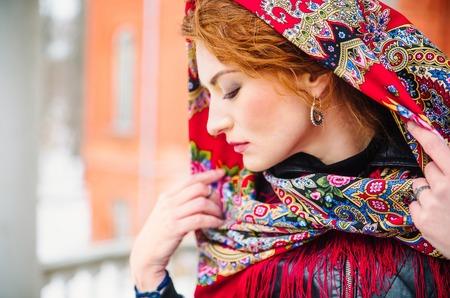 Коллаборация Павловопосадских платков и ювелирного бренда LeDiLe