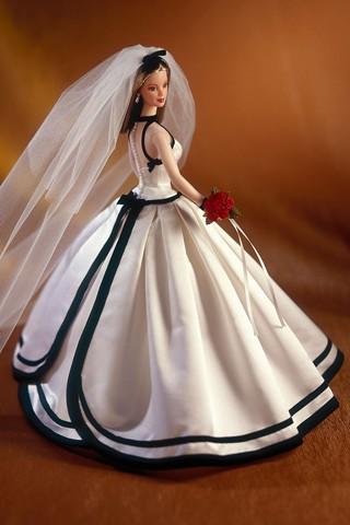 Вечерние платья спереди короткие сзади длинные.