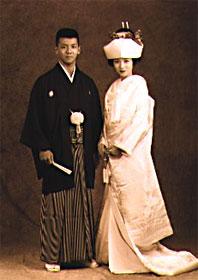 Большая часть свадебных обрядов проводится по синтоистскому стилю.