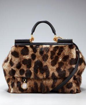 Коллекция меховых сумок от Dolce & Gabbana.