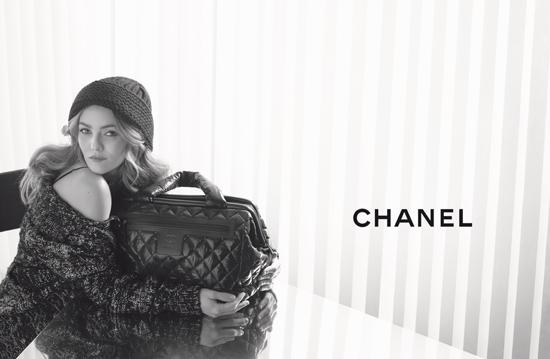 ...модного бренда и ранее снималась в рекламе для духов Коко Шанель в 1992 году и для сумок Ligne Cambon в.