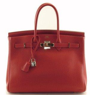 По-прежнему актуальны сумки а-ля Биркин и Келли, и вообще, классические...