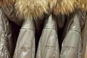 Calvin Klein Jeans создал пуховики специально для российской зимы.