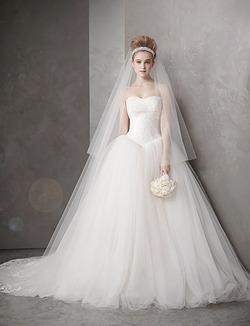 В плані цін весільними сукнями