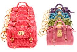 """...весьма необычную коллекцию  """"сумок к сумкам """": серию миниатюрных..."""