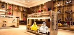 Основанная в 1876 году, компания Lancel сегодня занимается производством изделий из кожи: элегантных дамских сумок...
