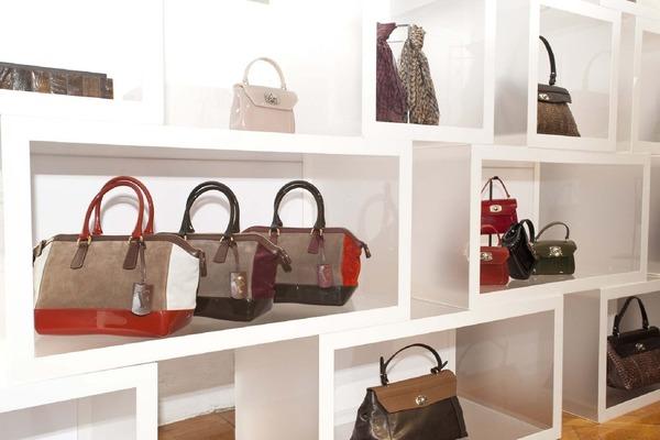 blanche: Furla представила коллекции сумок.