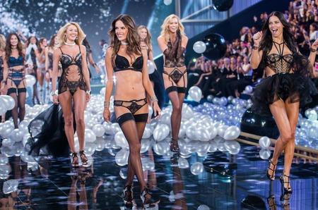 Сотрудников Victoria's Secret обвинили в харассменте