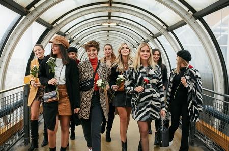 Stradivarius отмечает 90-летие Микки Мауса вместе с Валентиной Фераньи и Сашей Буримовой