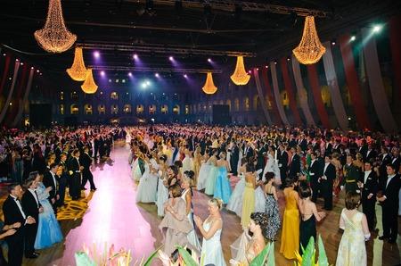 Венский бал в Москве 2010 – красивое и забавное зрелище.