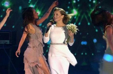 Знаменитости в романтичных нарядах на концерте в Муроме
