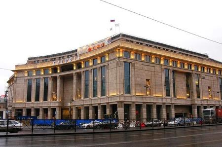 Одежда и аксессуары марки F5 теперь и в Санкт-Петербурге